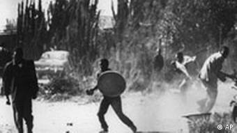 Rassenunruhen in Soweto (Foto: AP)