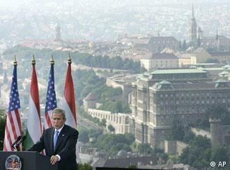 Буш при говорот во Будимпешта