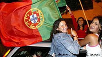 Fußball-EM 2004: Jubelnde Portugiesen