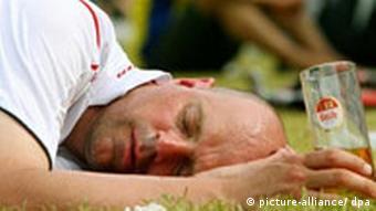 WM 2006 Englischer Fan in Köln mit einem Glas Frühkölsch Bilder des Tages