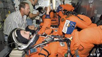 NASA Space-Shuttle Übungsvehikel mit den Astronauten Thomas Reiter, Piers J. Sellers und Stephanie D. Wison
