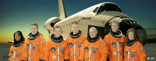 NASA Space-Shuttle Discovery Crew Gruppenfoto STS-121