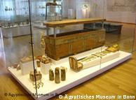 تابوت خشبي يعود الى المملكة الفرعونية الوسطى   1900 قبل الميلاد
