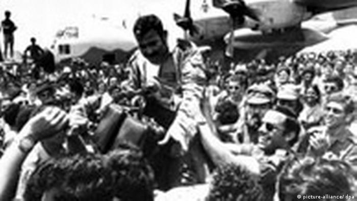 1976 Befreier von Entebbe stürmisch gefeiert Kalenderblatt