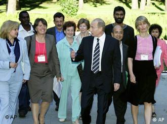 Präsident Putin mit NGO-Vertretern in Moskau (4.7.2006)