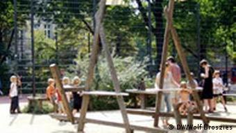 Berlin Prenzlauer Berg Spielplatz auf dem Helmhotzplatz