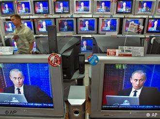 Телевизоры с изображением Путина на экранах