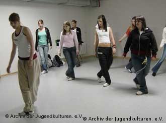 Jovens: música e dança contra a alienação