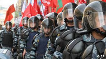 Polizisten schützen den G8 Gipfel in St. Petersburg