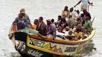 A boat arrives to Puerto de la Luz