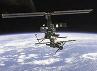 زمین سے تقریباً 350 کلومیٹر کی بلندی پر قائم بین الاقوامی خلائی اسٹیشن ISS