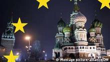 Die Basilius-Kathedrale (r.) und der Spasski-Turm (l.) des Kreml am Roten Platz in Moskau, aufgenommen am Abend des 15.11.2005. Nachts sind die historischen Bauten am Roten Platz in der russischen Hauptstadt hell beleuchtet. Foto: Jens Kalaene +++(c) dpa - Report+++