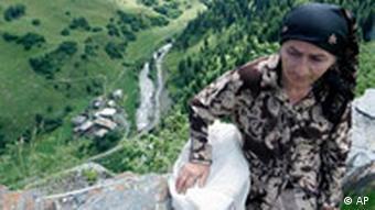 Georgien Abchasien Kodori-Schlucht Frau