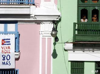 Balcón en La Habana: a las empresas les interesa vender sus productos.