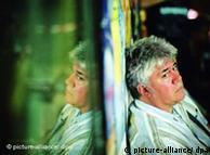 پدرو آلمودووار، کارگردان اسپانیایی در سال ۱۹۹۹، جایزه نخل بهترین کارگردانی را در جشنواره کن دریافت کرد
