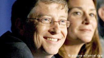 Microsoft-Gründer Bill Gates und seine Frau Melinda, aufgenommen bei einer Pressekonferenz ihrer Stiftung in New York (Archivfoto vom 26.06.2006)