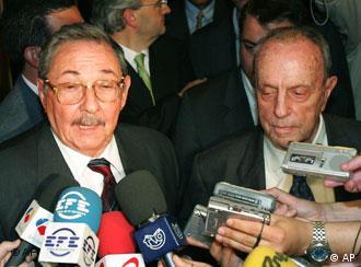En pro de los gallegos de Cuba y del amor por la isla. Raúl Castro y Manuel Fraga.