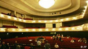 Blick in den Theatersaal des Admiralpalastes anlaesslich einer Pressekonferenz am Montag, 7. August 2006 in Berlin