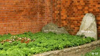 Bertolt Brecht Grab Dorotheenstädtischer Friedhof in Berlin