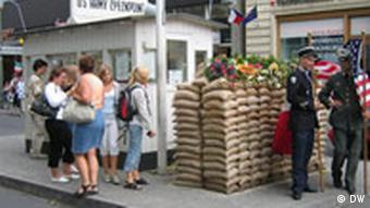 Checkpoint Charlie Mauerbau 1961 - 2006