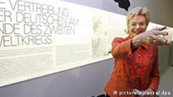 Vertriebenausstellung in Berlin - Die Vorsitzende des Bundes der Vertriebenen, Erika Steinbach