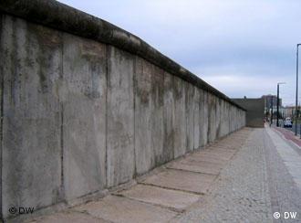 Há 125 vítimas documentadas que morreram ao tentar atravessar o muro.