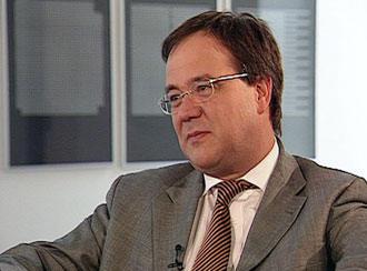 Kuzey Ren Vestfalya Eyaleti'nin Uyum Bakanı Armin Laschet