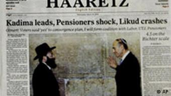 This montage shows some of the front pages of Israeli dailies featuring headlines, stories and pictures regarding the March 28 Israeli elections, seen in Jerusalem, Wednesday March 29, 2006. Clockwise from top left, Yedioth Ahronot, Maariv, Haaretz (English edition), and Haaretz. (AP Photo) (Ausschnitt)