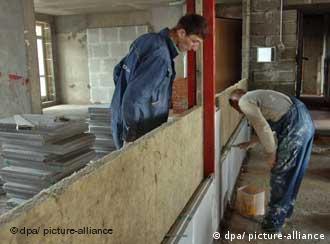 В России больше всего мигрантов занято в строительстве