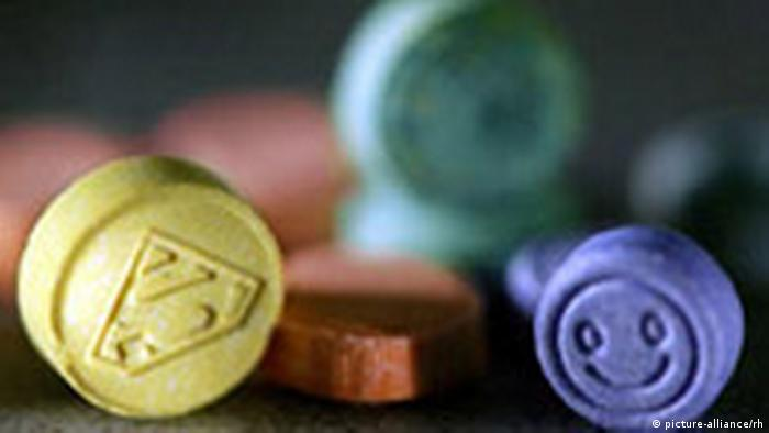 mdma aka ecstasy essay The essential guide to mdma (ecstasy/molly) includes mdma's therapeutic effects for ptsd, safety concerns, info on use in couple's therapy and pharmacology.