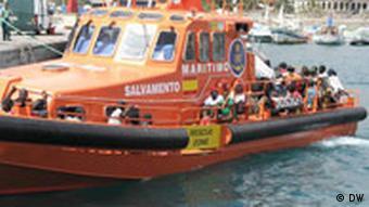 Immigrantendrama Teneriffa ein schiff der seenotrettung mit fluechtlingen an