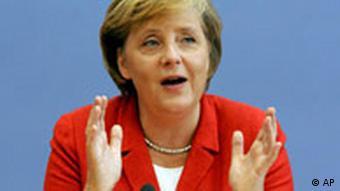 Merkel 2006'daki Federal Basın Konferansı yaz dönemi toplantısında