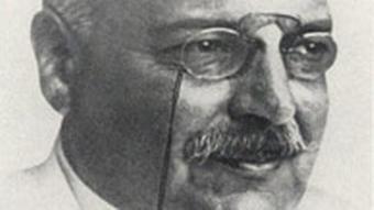 آلوئیس آلتسهایمر، روانپزشک و عصبشناس (نورولوژ) آلمانی، برای اولین بار نوعی از بیماری زوال عقلی را کشف کرد که تا امروز به نام وی آلزایمر خوانده میشود