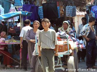 По официальным данным, население Киргизии превышает 5 миллионов 300 тысяч человек