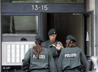 Buscas no prédio em que suspeito vivia em Colônia