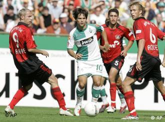 Diego contra três: craque brasileiro baila nos gramados da Bundesliga