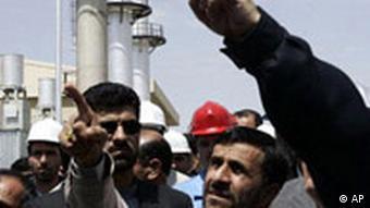 Irans Präsident Ahmadinedschad besichtigt neue Atomanlage
