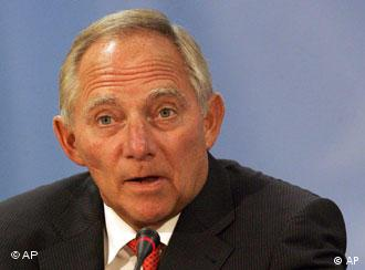 Muslim leaders flank Interior Minister Schäuble at meeting