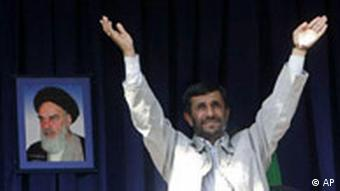 Ahmadinejad in front of picture of Ayatollah Khomeini