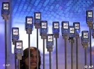 ایک اندازے کے مطابق دنیا بھر میں موبائل فون کے صارفین کی تعداد پانچ بلین تک پہنچ گئی ہے
