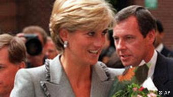 Britain's Princess Diana arrives to tour the Pediatric Intensive Care Unit at St. Mary's Hospital in Paddington, London, Tuesday April 22,1997. The princess's made the visit to give her public support to the charity, Children of St. Mary's Intensive Care department at St. Mary's Hospital (COSMIC), which has been raising funds for specialized life-saving equipment. (AP Photo / Adrian Dennis)