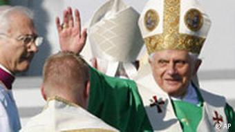 Der Papst hält die Sonntagsmesse in München