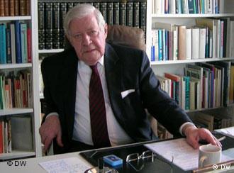施密特在书房接受德国之声中文网专访