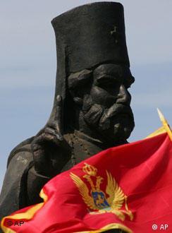 Zastava je crnogorska ali čiji su jezik i državljanstvo: debata o novom ustavu vodi se u Podgorici svom žestinom