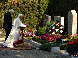 Pope Benedict XVI and his brother Georg visit their parents' and sister's grave