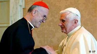 Papst und Bertone