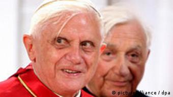 Ratzinger and his older brother Georg in 2005
