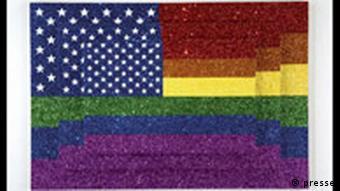 Ausstellung Das Achte Feld: Jonathan Horowitz: Three Rainbow American Flags for Jasper in the Style of the Artist's Boyfriend, 2005.