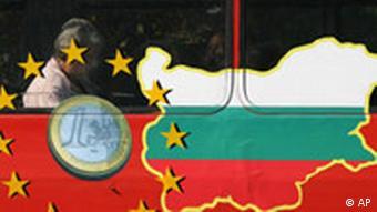 EU-Erweiterung Symbolbild Bulgarien Eu-Flagge und Bulgarienkarte mit 1 Euro Münze