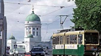Finnland Helsinki Dom mit Straßenbahn